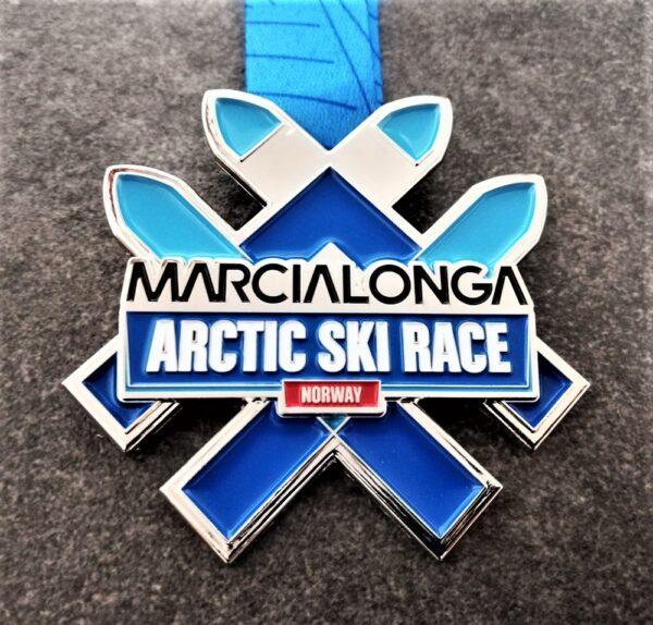 medaglia metallo marcialonga norvay argentata con smalti con nastro personalizzato in sublimazione