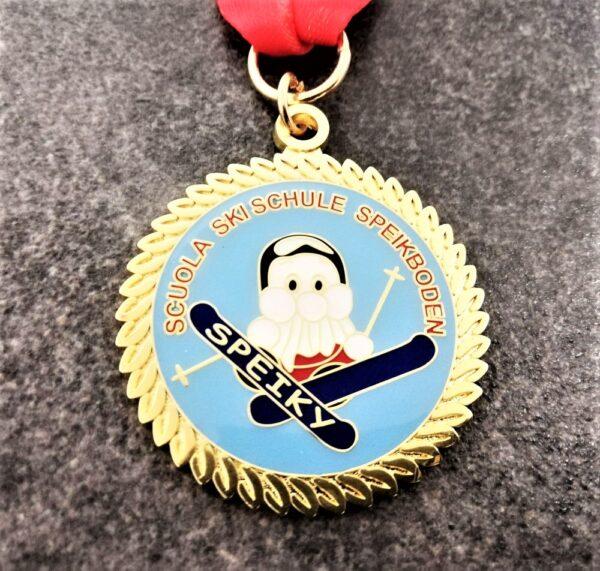 medaglia personalizzata scuola sci speikboden speiki in metallo a rilievo 2D con smalti finitura oro lucido con nastro personalizzato in sublimazione